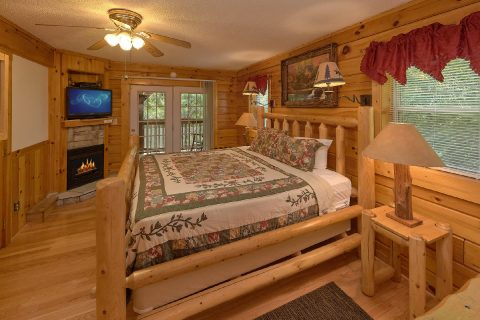 Main Floor Master Suite 2 Bedroom Cabin Sleeps 6 - Dancing Bear VII
