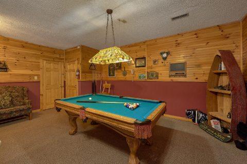 2 Bedroom 3 Bath Cabin with Game Room Sleeps 6 - Dancing Bear VII