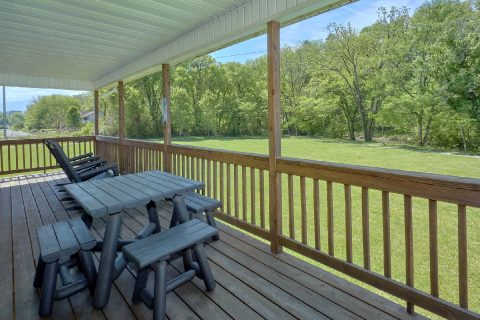 2 bedroom cabin with picnic table on the river - Dancing Bears