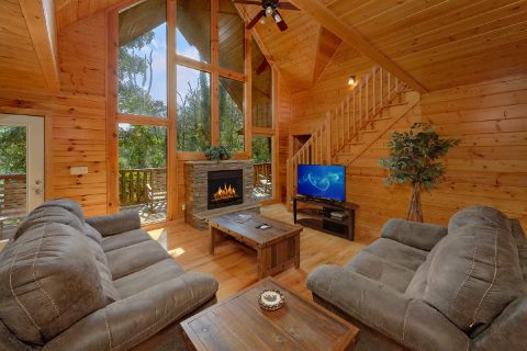 5 Bedroom Cabin with Fireplace and Wooded View - Deer To My Heart