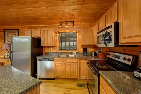 5 bedroom cabin with full kitchen and bar seat - Deer To My Heart