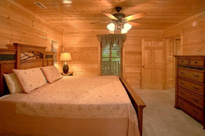 Luxury Cabin with 3 King Bedrooms - Dew Drop Inn