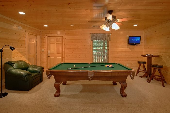 Rustic Cabin with Game Room and Pool Table - Dew Drop Inn