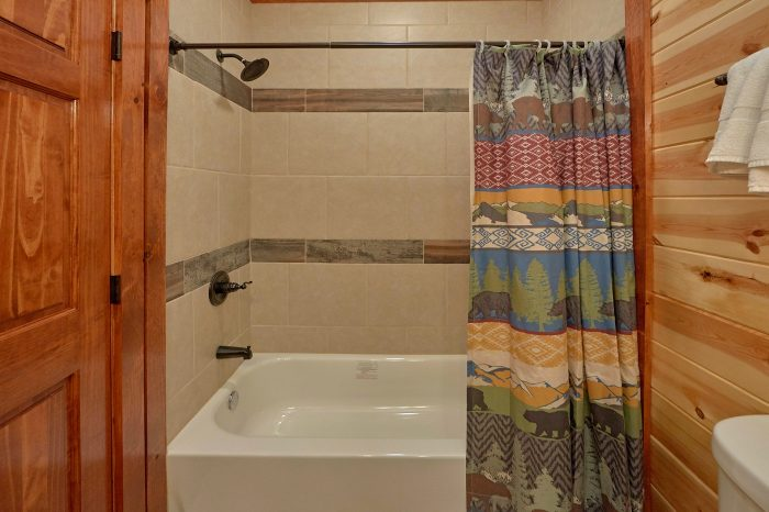 5 Bedroom Cabin with 5 Private Suites - Dive Inn
