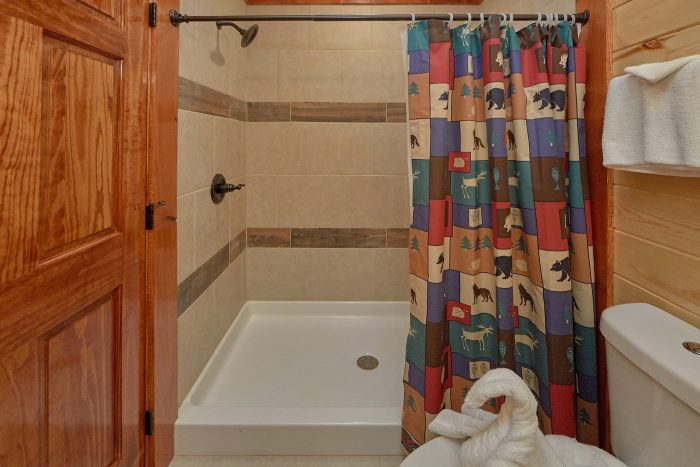 5 Bedroom Cabin with a Walk-In Shower - Dive Inn