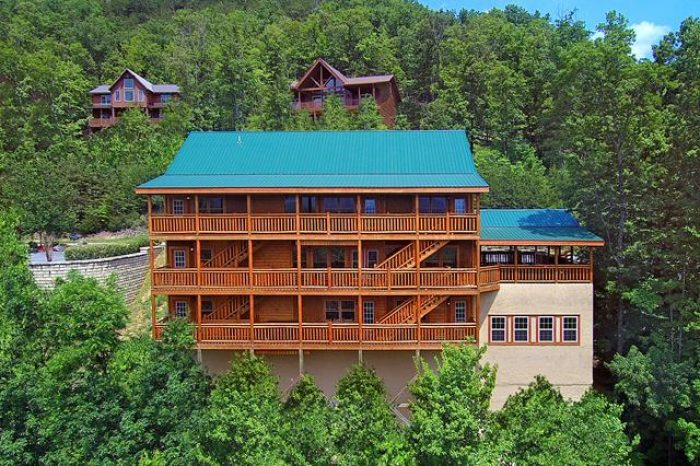 12 Bedroom Cabin with 2 hot tubs and pool - Dream Maker Lodge