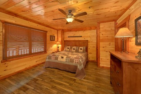 12 bedroom cabin with King Master bedroom - Dream Maker Lodge