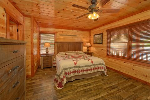 Spacious 12 bedroom cabin with 11 King beds - Dream Maker Lodge