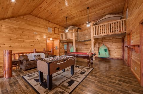 Luxurious 12 bedrom cabin with a pool table - Dream Maker Lodge