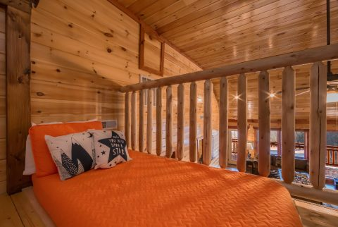 Spacious 12 bedroom cabin with 2 sleeper sofas - Dream Maker Lodge