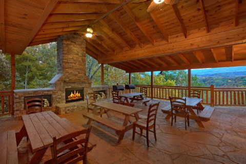 12 bedroom cabin with Fire Pit and 2 Grills - Dream Maker Lodge