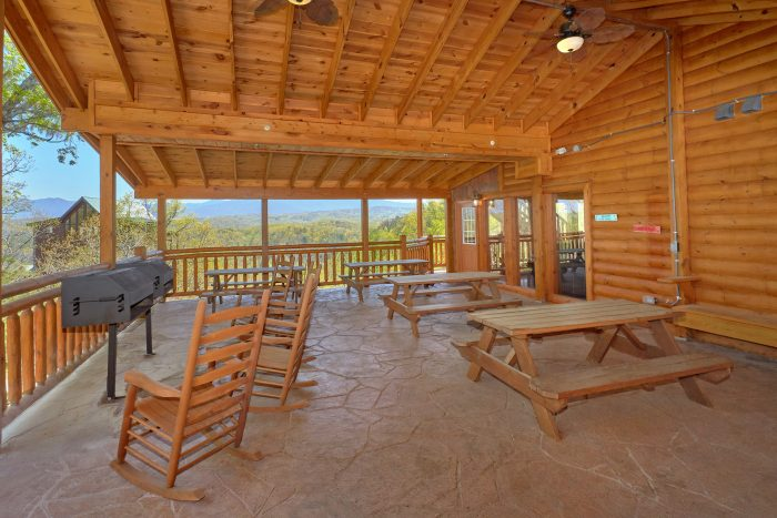 Luxury Cabin with Picnic area and Mountain Views - Dream Maker Lodge