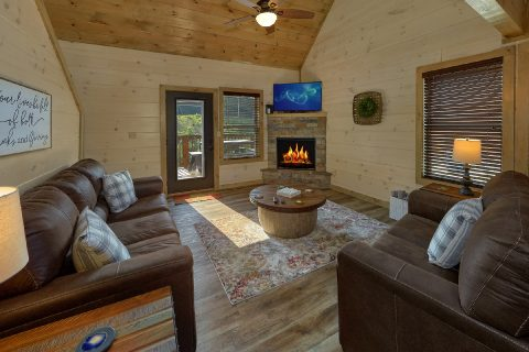 4 Bedroom 4 Bath Cabin Sleeps 14 - Dream Mountain Cove