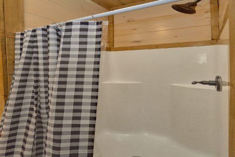 Main Floor Bath Room Bear Cove Falls - Dream Mountain Cove