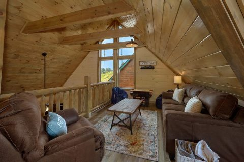 Top Floor Loft 4 Bedroom Cabin Sleeps 14 - Dream Mountain Cove