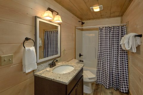 4 Bedroom 4 Bath 3 Story Cabin Sleeps 14 - Dream Mountain Cove