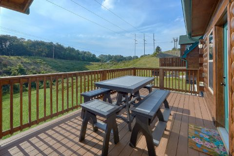 Picnic Table 4 Bedroom Cabin Sleeps 14 - Dream Mountain Cove