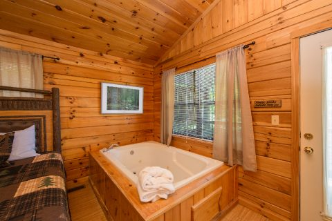 Cabin with large private bath - Dreams Come True