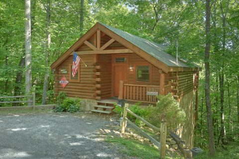 One Bedroom Honey Moon Cabin with Living Room - Dreamweaver