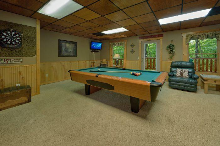 Outdoor Hot Tub in Smokies Cabin Rental - Dreamweaver