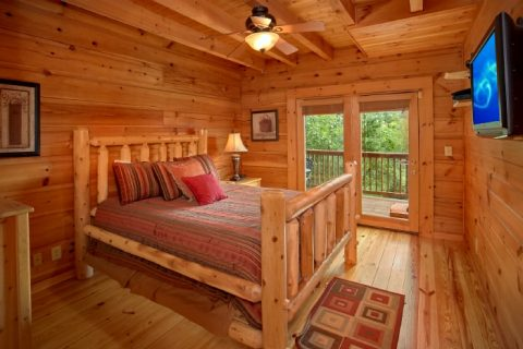 Cabin with Main floor King Bedroom - Eagle's Crest