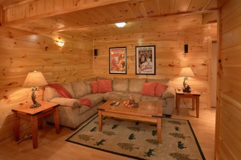 Spacious Cabin with Theater Area and Game Room - Eagle's Crest