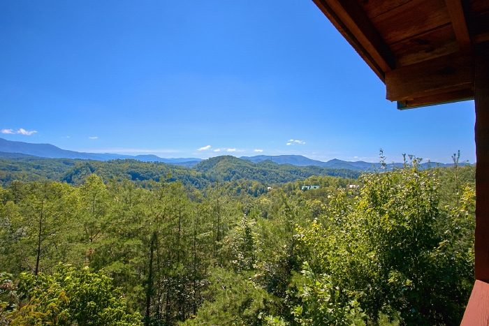 Spacious Smoky Mountain Cabin with Views - Eagle's Crest