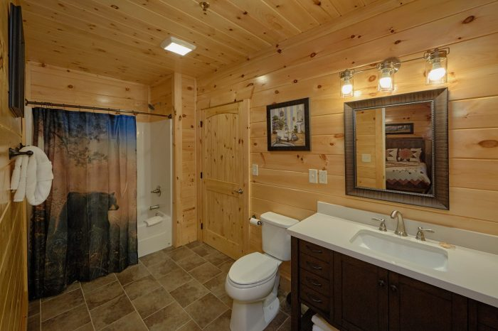 Luxury Cabin with 6 Private Bathrooms - Elk Ridge Lodge