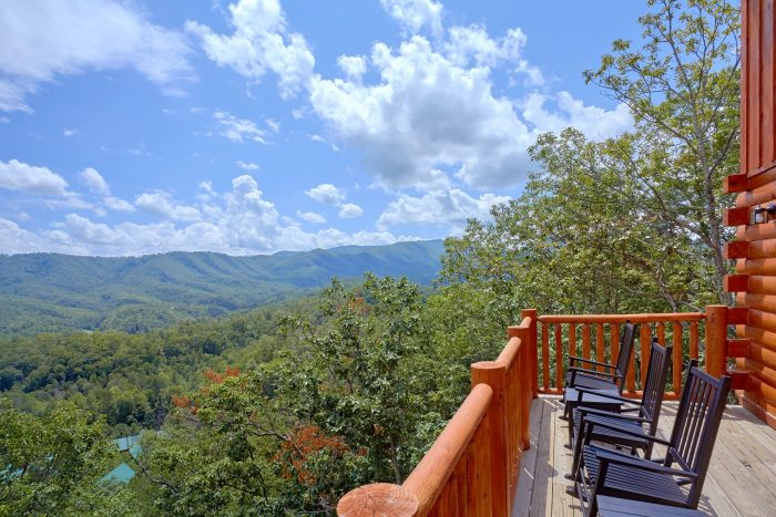 Luxury Cabin with Mountain Views and Hot Tub - Elk Ridge Lodge