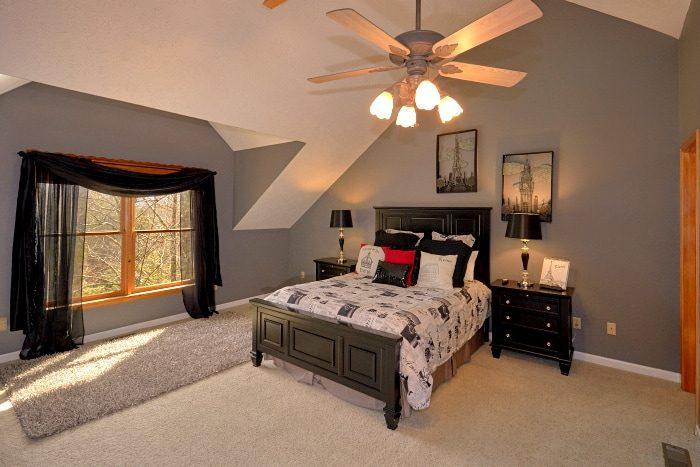 Beautiful 5 Bedroom Cabin Sleeps 14 - Elkhorn Lodge