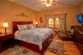 5 Bedroom Cabin Sleeps 14 wit Large Master Suite