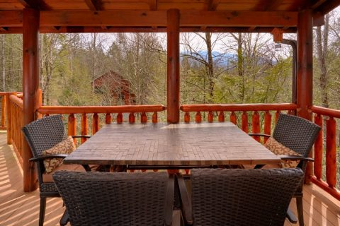 5 Bedroom Cabin Sleep 4 with Out Door Seating - Elkhorn Lodge