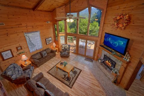 Spacious 3 bedroom Gatlinburg Cabin Sleeps 10 - Emerald View