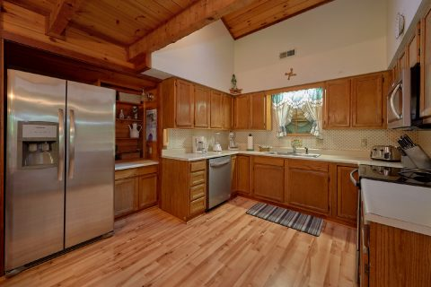 Large Open Kitchen 3 Bedroom Gatlinburg Cabin - Emerald View