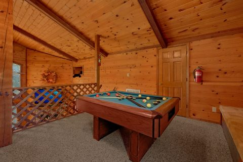 3 Bedroom Cabin with Pool Table in Loft - Emerald View