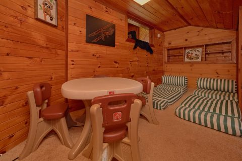 3 Bedroom Kids Loft Gatlinburg Cabin - Emerald View