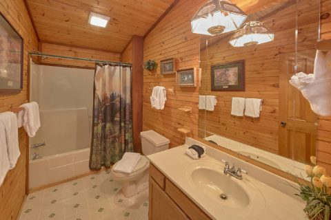 Spacious 3 Bedroom 2 Bath Cabin Sleeps 10 - Emerald View