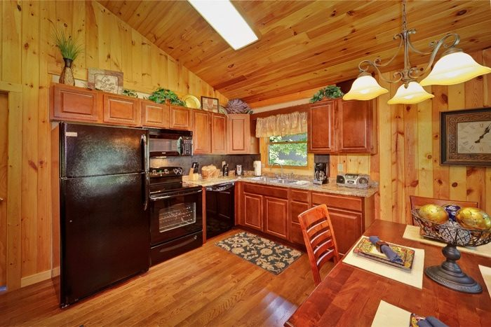 Luxurious 1 Bedroom cabin with Full Kitchen - Enchanted Evenings