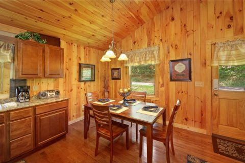 1 Bedroom Honeymoon Cabin with Dining Area - Enchanted Evenings