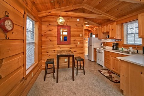 Honeymoon cabin with dining nook - Enchanted Moment