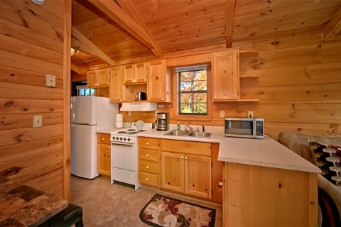 Honeymoon cabin with fully stocked kitchen - Enchanted Moment