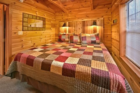 Cabin with large King bed - Enchanted Moment