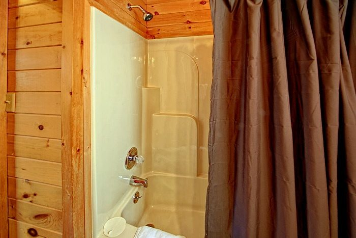 Cabin with shower and bathtub - Enchanted Moment