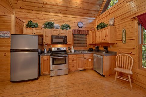 Sky Harbor 2 Bedroom 2 Bath Cabin Sleeps 10 - Endless Joy