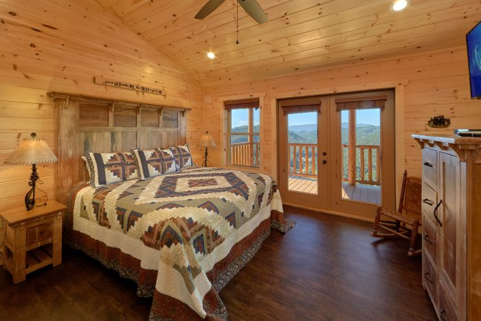 Spacious King Bedroom with Mountain Views - Endless Sunsets