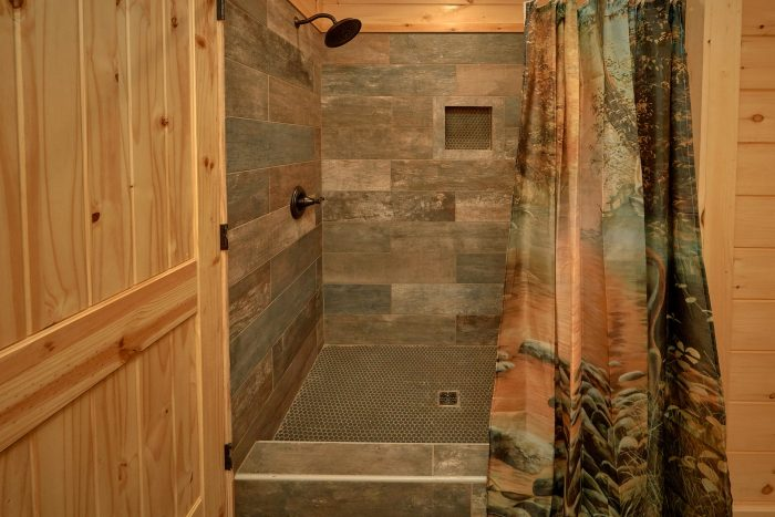 Luxurious bathroom in Private King bedroom - Endless Sunsets