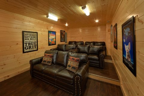 Theater room in Family Size 5 bedroom cabin - Endless Sunsets