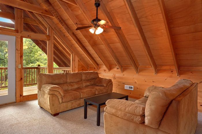 3 Bedroom Cabin with Extra Sitting Area in Loft - Falcon Crest