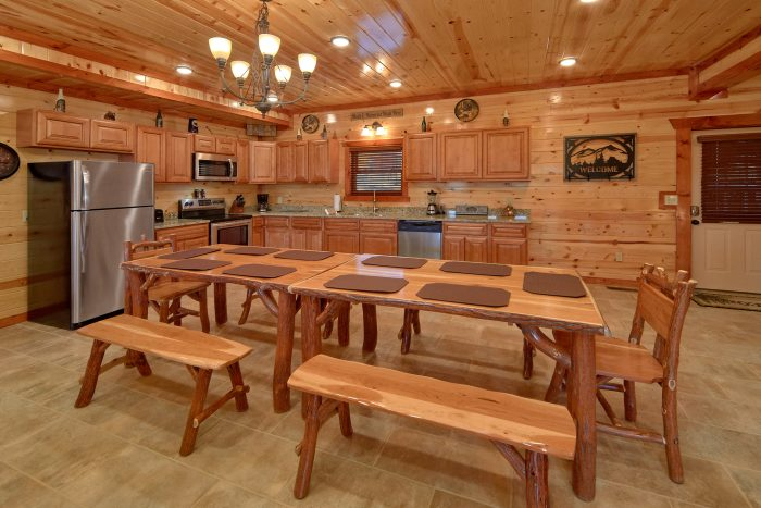6 Bedroom Pool Cabin with Large Open Kitchen - Family Fun Pool Lodge 2