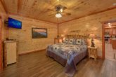 6 Bedroom Cabin Sleeps 14 Main Floor Master